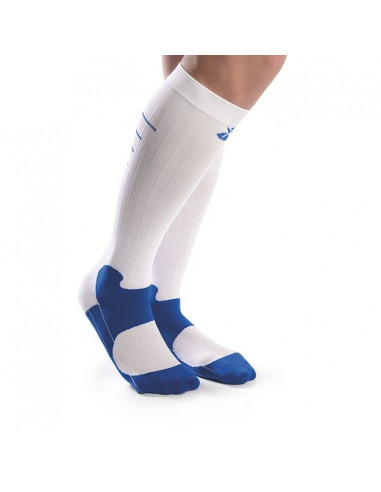 Un par de calcetines deportivos con...