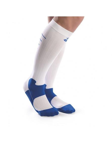 Un par de calcetines deportivos con compresión