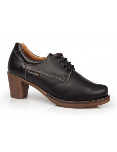 Zapato abotinado con tacón...